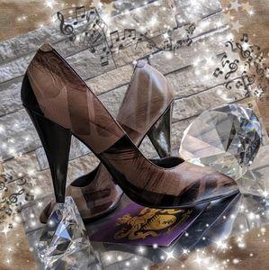 🎶🎼New Fergie artist brush stroke high heels 9